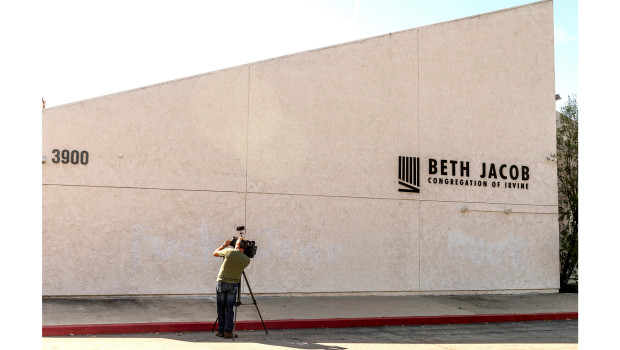 Read more about the article Irvine Synagogue Vandalized With Graffiti